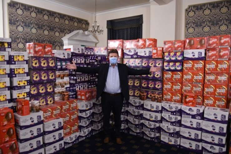 https://www.freemasonrytoday.com/more-news/provinces-districts-a-groups/easter-eggs-for-homeless-children-from-warwickshire-freemasons